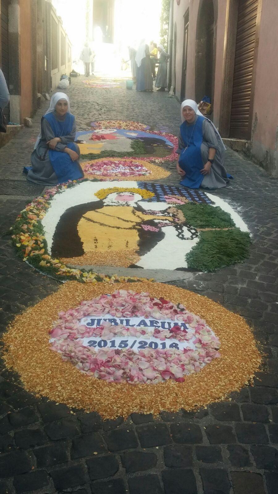 Servidoras - La fiesta del Corpus Christi - Concatedral de Santa María de la Asunción, en Segni