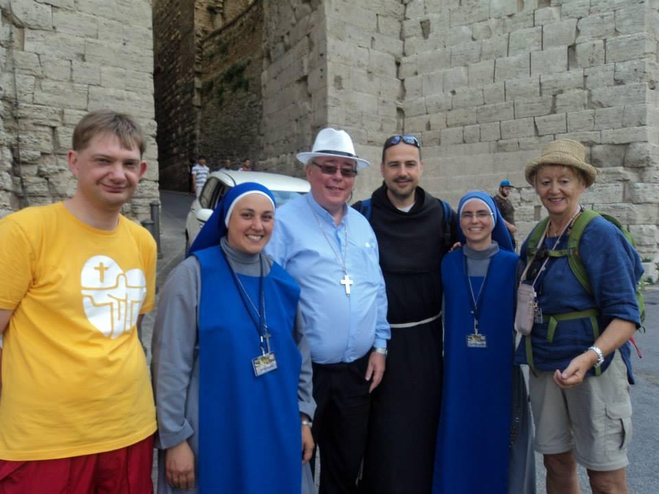 Ochenta jóvenes de la diócesis de Luxemburgo peregrinaron a Asís con Mons. Jean-Claude Hollerich del 17 al 31 de Julio de 2015