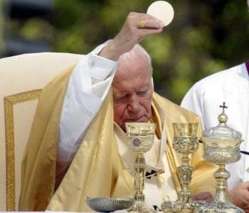 Juan Pablo II celebrando la Santa Misa