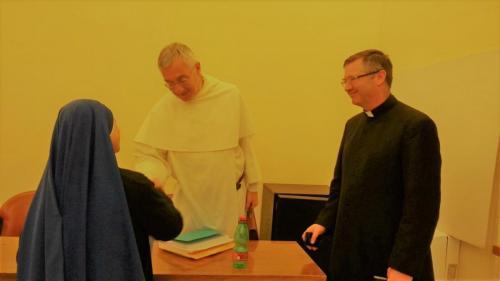 Hna. Aracoeli, defensa de la tesis doctoral - Saludando al Padre Bonino, Decano