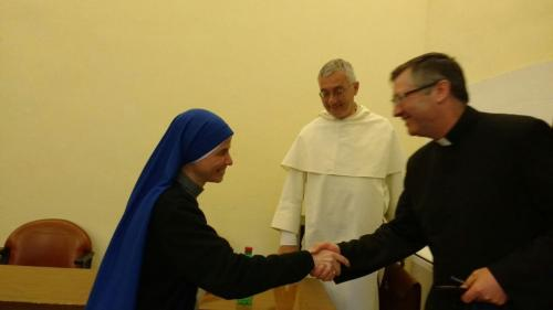 Hna. Aracoeli, defensa de la tesis doctoral - Saludando al Padre Elvio, Moderador