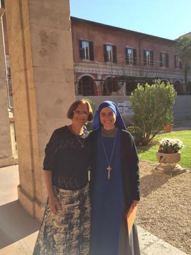 Hna. Aracoeli, Nueva Doctora, con su mamá
